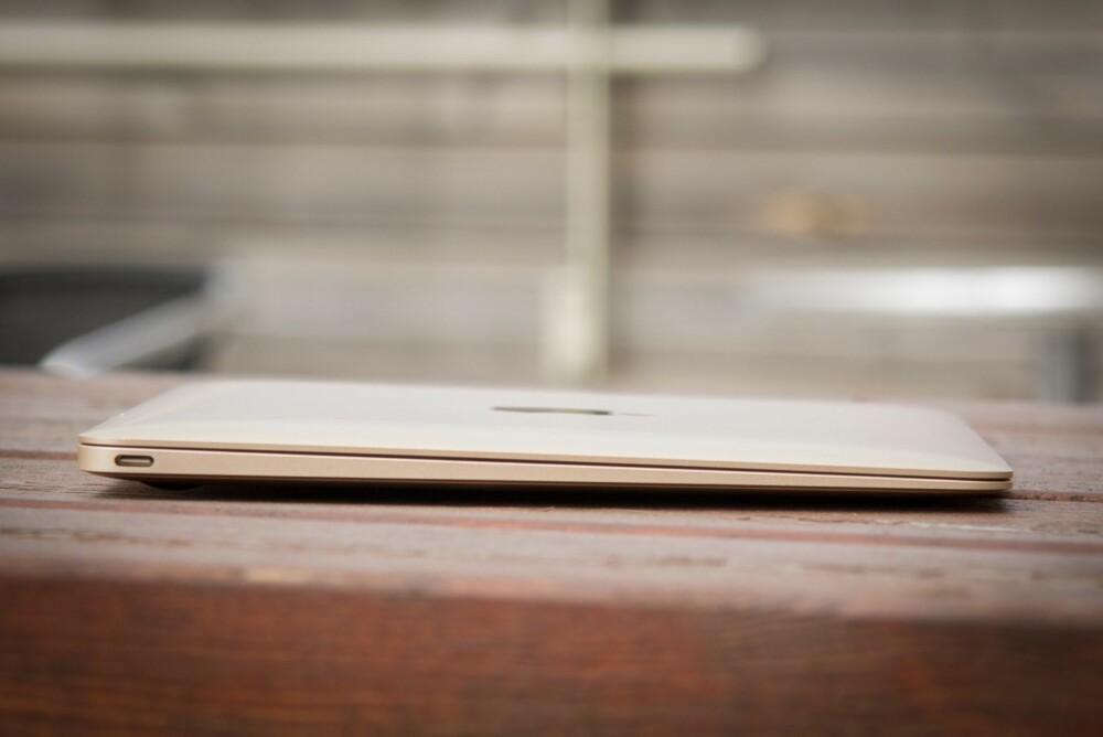 TYNN OG LITEN: Macbook er en liten, lett og veldig kompakt datamaskin.