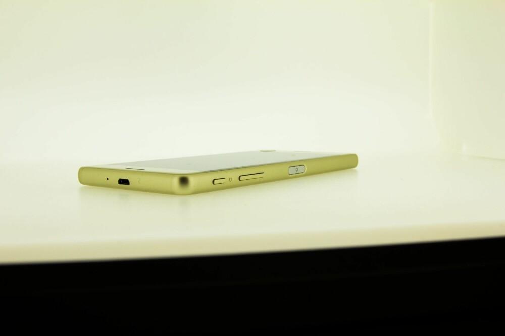 STILIG: Sony Xperia X Performance er en stilig mobil. Vår testmobil var i en slags gullfarge.