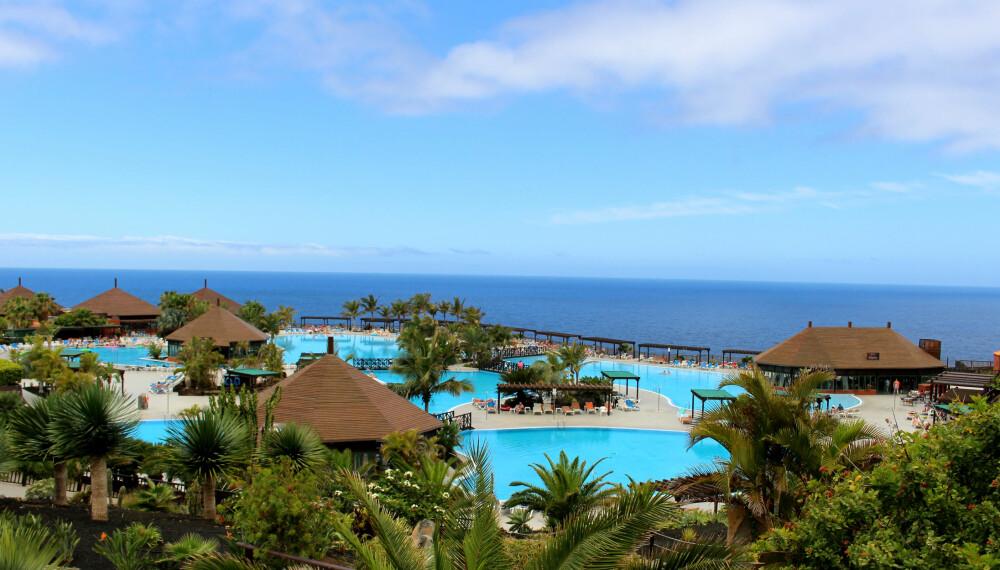 DEILIG: Hotellet vi skal bo på er en ekte ferieoase, med hele ti bassenger.