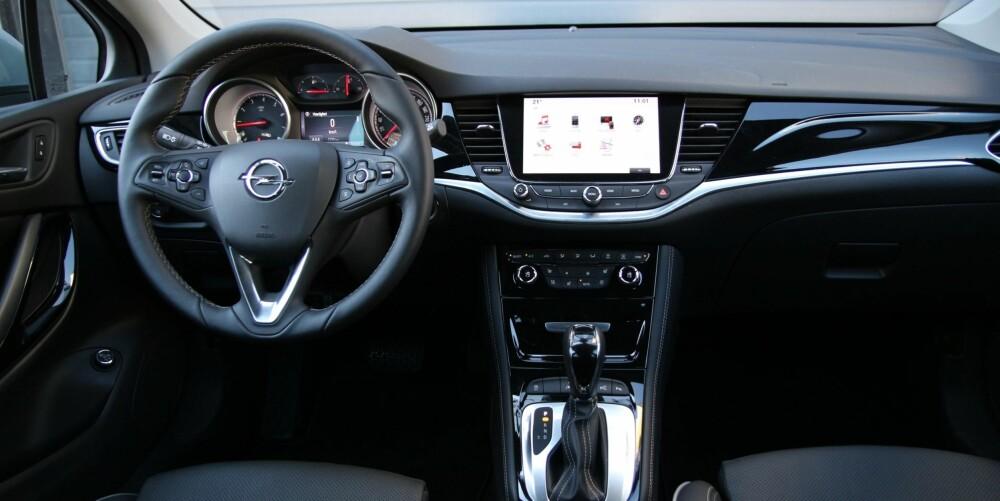 GODT UTSTYRT: Foruten adaptiv cruisekontroll er utstyrspakken Premium tilnærmet komplett.  Et høydepunkt er helautomatiske LED-lys, der fjernlys automatisk skjermes for møtende eller forankjørende biler.