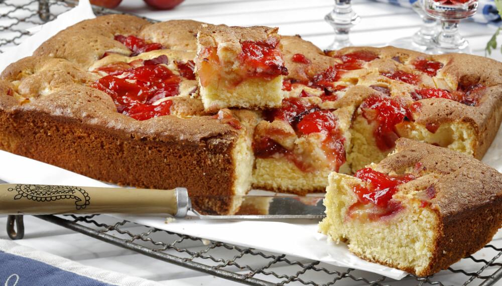 NAM: Kaken er ekstra god om du serverer den lun med vaniljeis eller en kremklatt til.