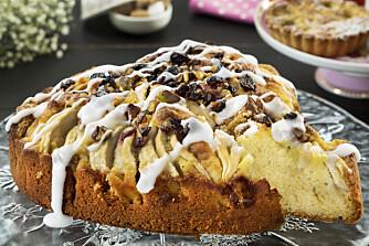 14 FRISTELSER: I Hjemmet uke 37 får du enda flere epleoppskrifter, som denne gode kaken med marsipan og nøtter.