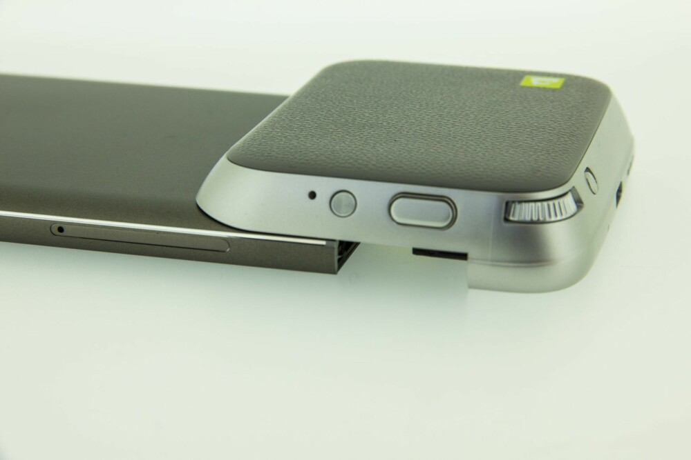 KLUMP: Cam Plus-modulen til LG G5 gjør mobilen litt klumpete. Vi fikk aldri kameramodulen til å snakke med selve kameraet til G5.