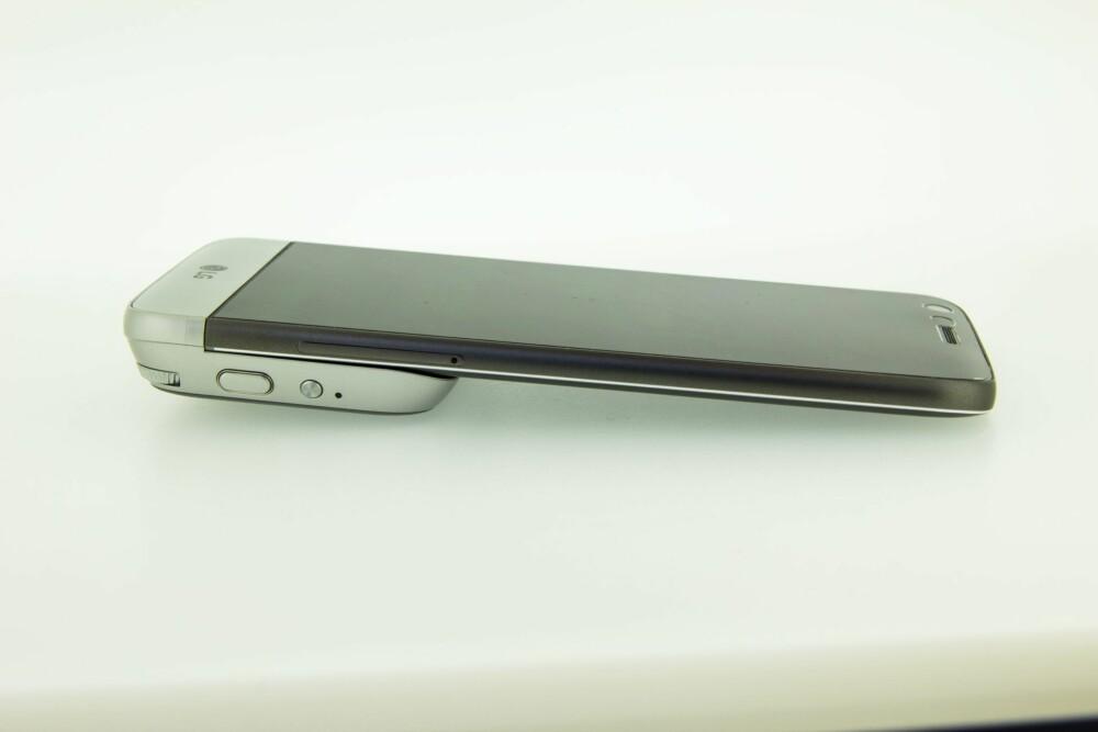 AV OG PÅ: Kameramodulen gjør LG G5 litt klumpete, så man må påregne å ta den av og på etter behov.