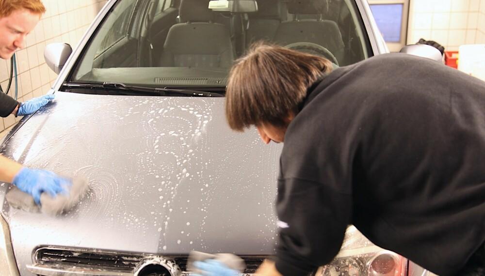 NANOFISERT: Bittesmå partikler i bilpleieproduktene skal gjøre lakken renere og sørge for at glansen holder lengre.