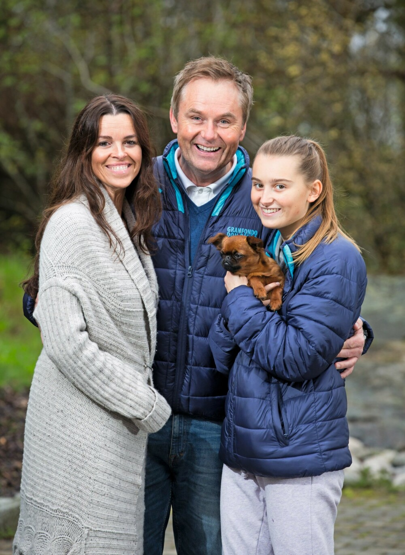 FLOTT TREKLØVER: Samboeren Ania og datteren Selma – med hunden Melba på armen – er viktige støttespillere for Dag Erik.