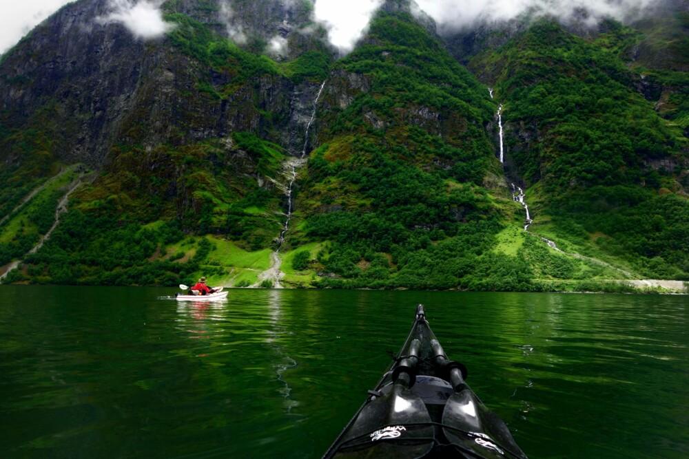 Bildet er tatt på en tur i Nærøyfjord, ikke langt fra Gudvangen.