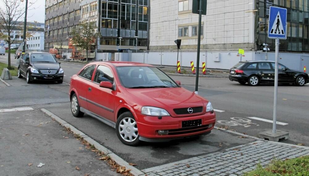 LOVLIG? Vil disse bilene få parkeringsbot?