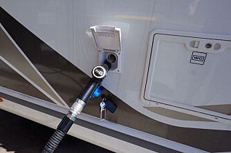 LIKE VED: På noen bobiler er ikke forskjellen så tydelig som her. Delintegrerte har som regel dieselpåfyllingen plassert like ved førerhuset.