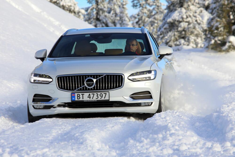 KJAPP SVENSKE: Systemet Power Pulse, som «lader» komprimert luft i en beholder, pøser luft inn i sylinderne raskere enn turboen rekker å skape trykk. Volvo-motoren løper alltid ubesværet, og V90 er klart raskere enn A6 i alle målinger.