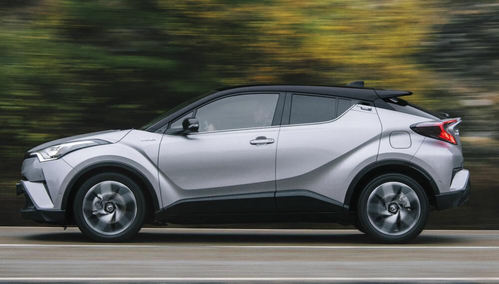 VELKJENT DRIVLINJE: Hybridmotoren kjenner vi fra Prius. Den har 122 hk totalt for bensinmotor og elmotor, og bilen prøver å gå elektrisk så lenge den kan når man kjører sakte. En følelse av kraftoverskudd har C-HR ikke.