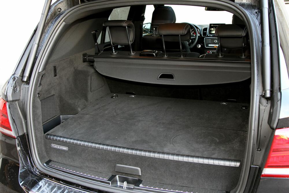 STJELER PLASS: I Mercedes stjeler batteripakken så mye plass i høyden at bagasjerommet blir komisk lite i forhold til bilens ytre dimensjoner.