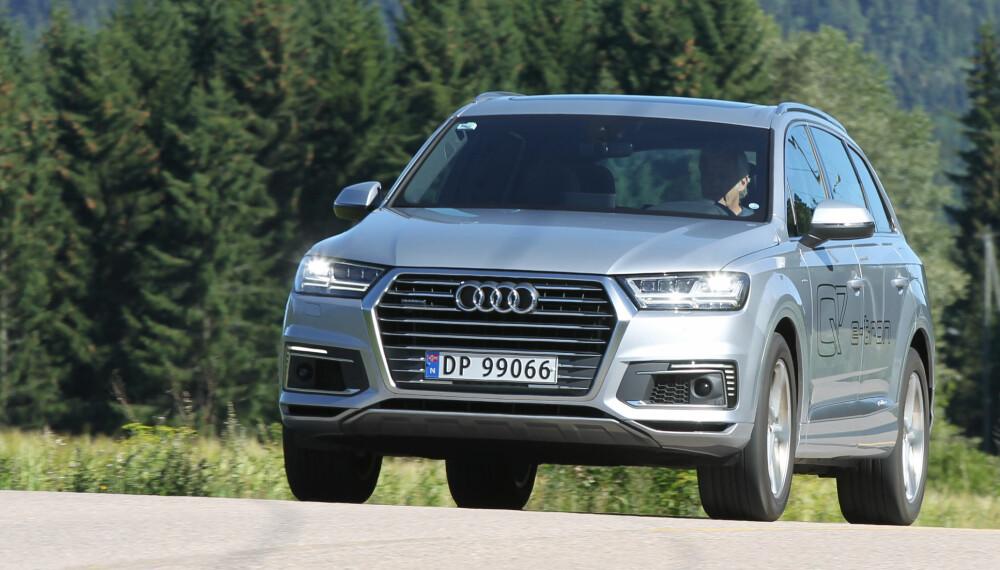 FULL PAKKE: Stor plass, overlegen komfort og en drivlinje som faktisk gjør en forskjell på forbruk og elektrisk kjørelengde - Audi Q7 e-tron