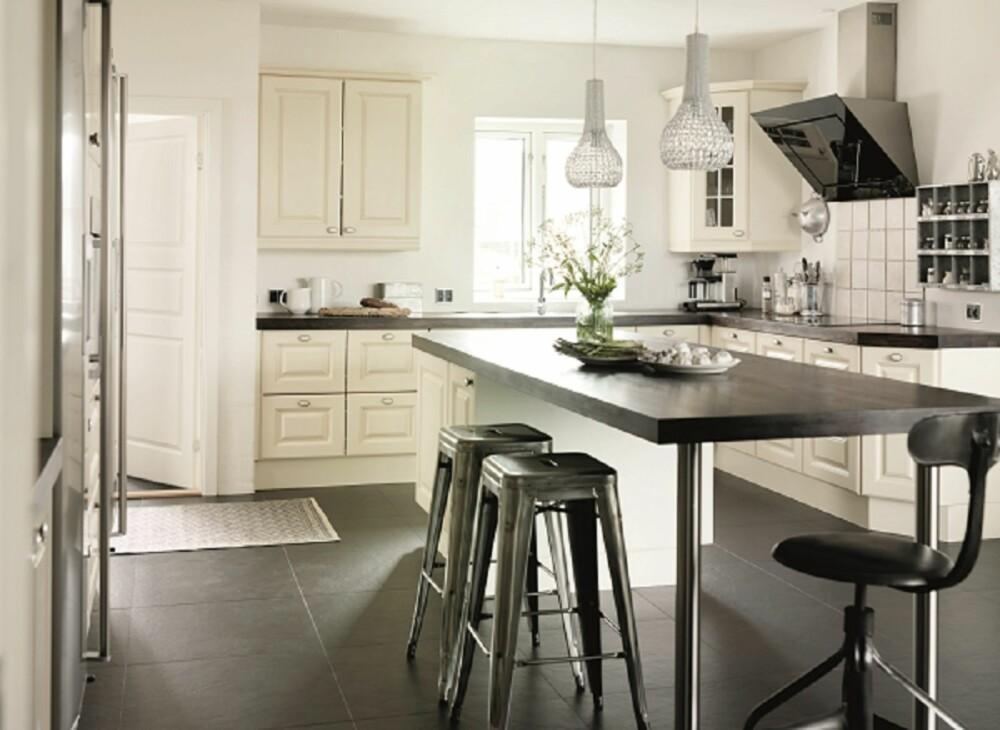 MODERNE NOSTALGI. Kjøkkenet skal være trygt, praktisk og hyggelig. Og det skal være plass til alle! JKE Designs Milano.