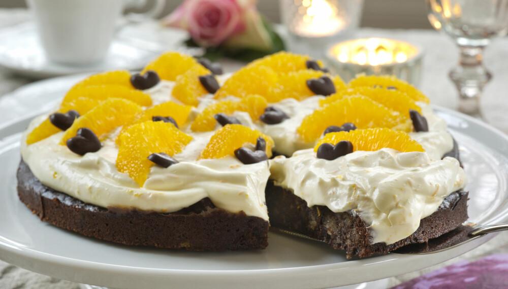 SPENNENDE: Crème fraîche og appelsin gjør kaken ekstra frisk.