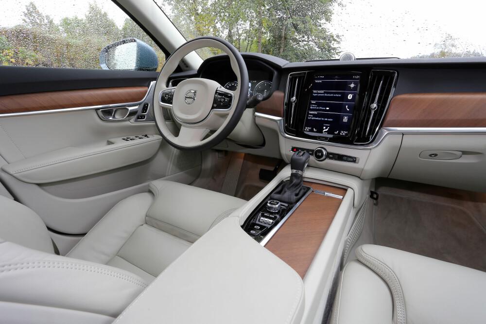 UTSTYR FOR 300 000: Testbilen er ekstremt påkostet, med en pris som er 300 000 kroner høyere enn basisutgaven (Kinetic). Her er det lett å trives.