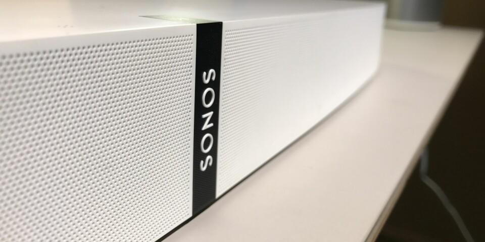 PLAYBASE: Sonos Playbase er Sonos andre produkt som skal gi deg bedre TV-lyd. Fra før har selskapet lydplanken Playbar.