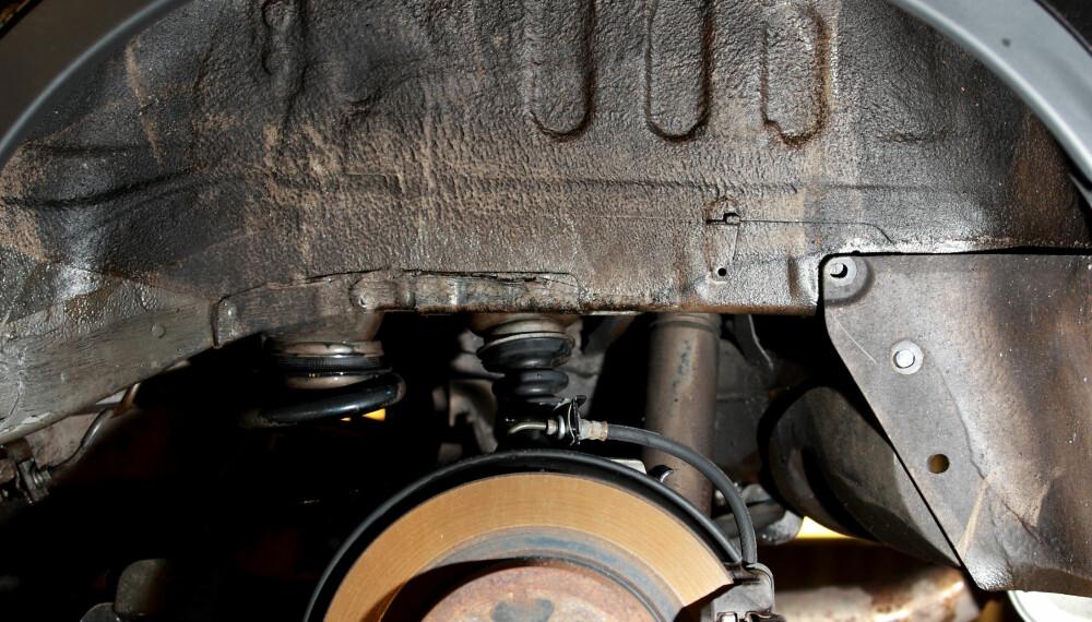 INGEN ANTIRUST: Her er hjulhuset på en ny bil - helt fritt for antiruststoff. Men neppe fritt for rust, etter hvert.