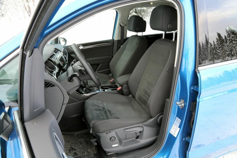 PÅ FØRSTE RAD: Forsetene er av god VW-kvalitet og VW Touran er en av de mest behagelige flerbruksbilene på langtur. FOTO: Terje Bjørnsen