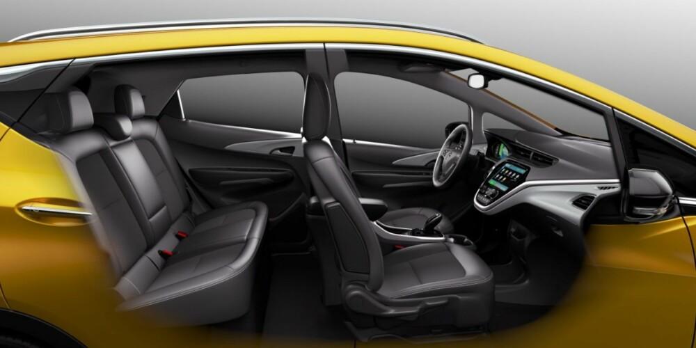 PLASS TIL FEM: Opel Ampera-e skal ifølge Opel har god plass til fem personer og et bagasjerom på 381 liter.
