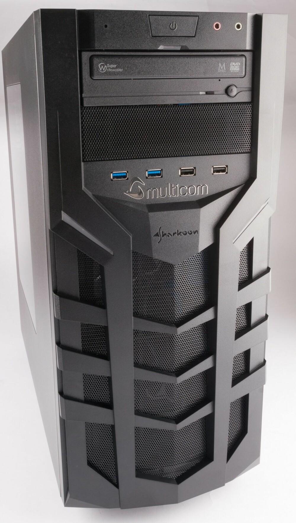SPILL: Kabinettet er laget spesielt for spillere, og et litt hissig utseende blir enda tydeligere når man skrur på maskinen. Da lyser det blått mange steder.