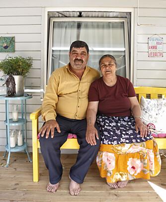NYTT HJEM: Elena (56) og mannen Gheorghe (57) tilbrakte hver natt under Sinsenkrysset i Oslo. En dag fikk de flytte inn til trebarnsmoren Guri. I begynnelsen syntes barna det var litt rart å plutselig dele hjemmet sitt med to nye mennesker, men nå er de vant til det.