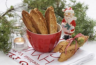 JULEKAKER MED VRI: Du får flere fristende oppskrifter i Hjemmets julekakebilag i uke 45, som disse deilige biscottiene med sitronsmak!