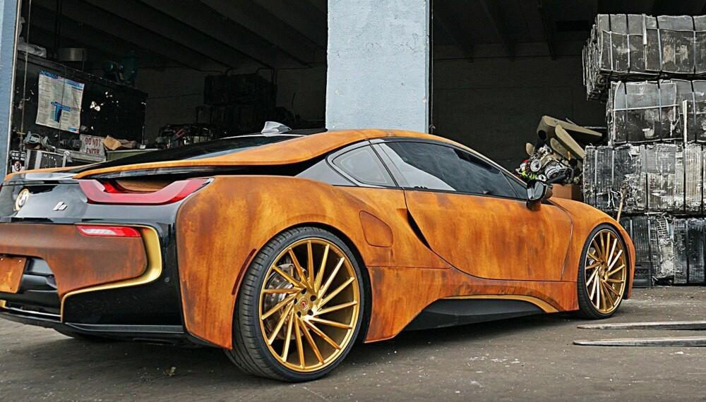 EKTE RUST: Den Miami-baserte sangeren Austin Mahone gikk nylig til innkjøp av ny bil, og valget falt på BMWs superhybrid, i8. i8 er selv i originalutførelse et realt blikkfang, men Mahone ville ha mer. Mer enn tradisjonell lakk og mer enn vanlig folie... FOTO: MetroWrapz