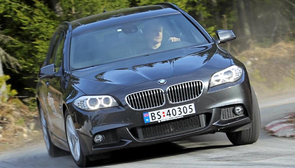 FORT NOK: Selv om nye BMW 525dAT xDrive mangler to sylindre og en liter sylindervolum, går det mer enn kjapt nok unna. FOTO: Terje Bjørnsen