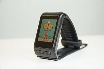 KNAPPER: Garmin Vivoactive HR betjeneste med to knapper og den berøringsfølsomme skjermen.