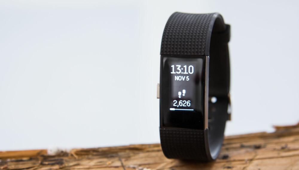 OPPGRADERT: Fitbit Charge 2 tar over for bestselgeren Charge HR, men foruten nytt design og større skjerm har det ikke skjedd så mye.