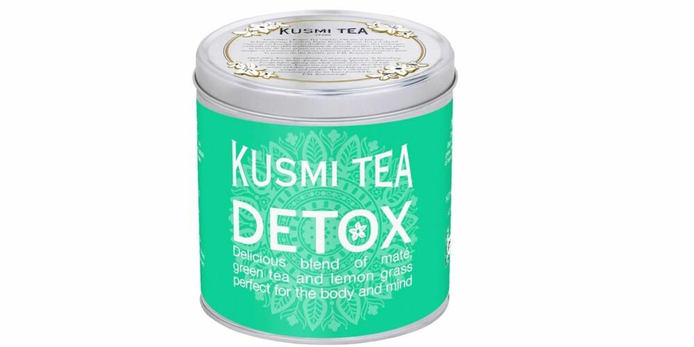 REN OG PEN: Høres det ikke umåtelig digg ut med en varm kopp te, som i tillegg skal rense kroppen? Grønn te med en blanding av mate og sitrongress kan komme til å bli vår beste venn på kalde vintermorgener. Detox fra Kusmi Tea, kr 289.