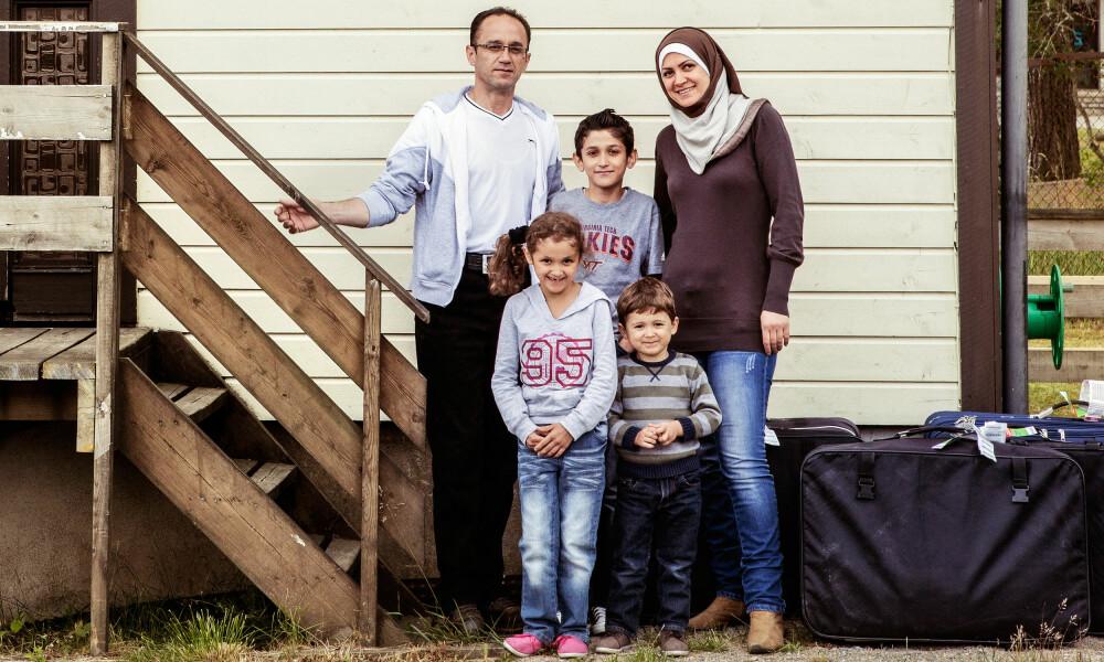 ANKOMSTEN: Familien Fedda var den første syriske familien som kom til Sarpsborg. Da fikk de et hvitt hus med grønne omgivelser å bo i.