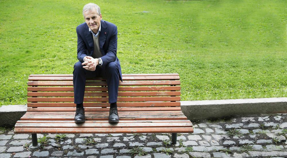 PÅ FARTEN I BYEN: Opptil fire dager i uken jager Jonas Gahr Støre fra by til by, for at Ap skal vinne ordførerkjeder – ofte i kamp mot Høyre. Innimellom har han en jobbedag i hjembyen Oslo – gjerne tilknyttet TV-debatter, intervjuer eller møter.