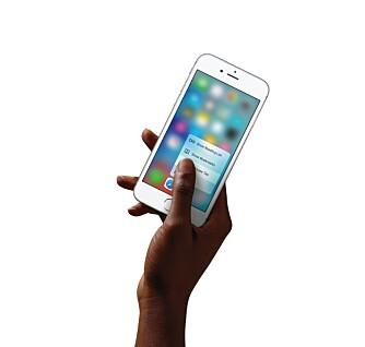 TRYKKFØLSOM: iPhone 6s er ikke bare berøringsfølsom, men også trykkfølsom. Den kan til og med skille mellom et mykt og hardt trykk på skjermen.