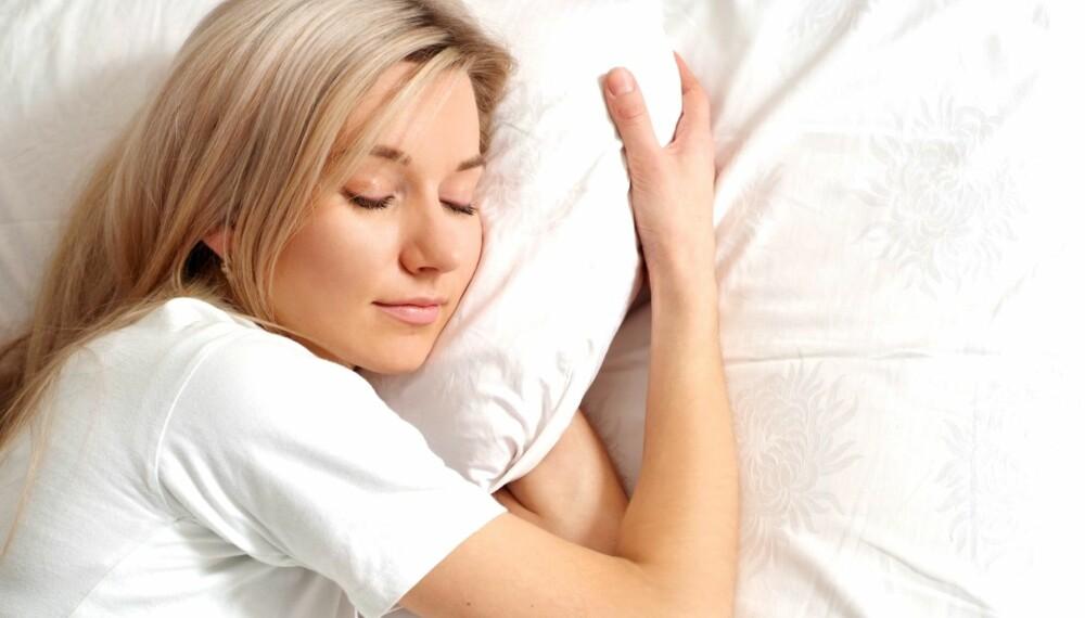 ZZZ: Hvor deilig hadde det ikke vært å sove en liten stund lenger om morgenen? Det kan du med de syv tipsene i saken under!