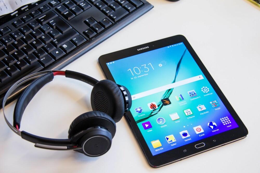PRODUKTIVITET: Det nye formatet på Galaxy Tab S2 er blant annet laget for at det skal bli enklere å bruke nettbrettet til produktive oppgaver.