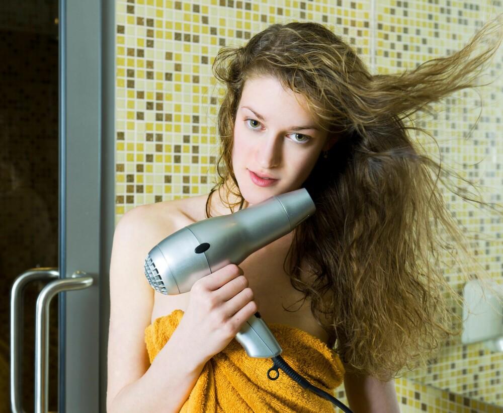 BRUK ALLTID HÅRFØNER: Effekten av hårproduktene blir alltid bedre hvis du føner håret.