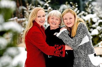 MOR OG DØTRE: Jeanne (t.v.) og Jorunn (t.h.) med moren Anna Marie Bøe. Mor og døtre var godt sammensveiset.