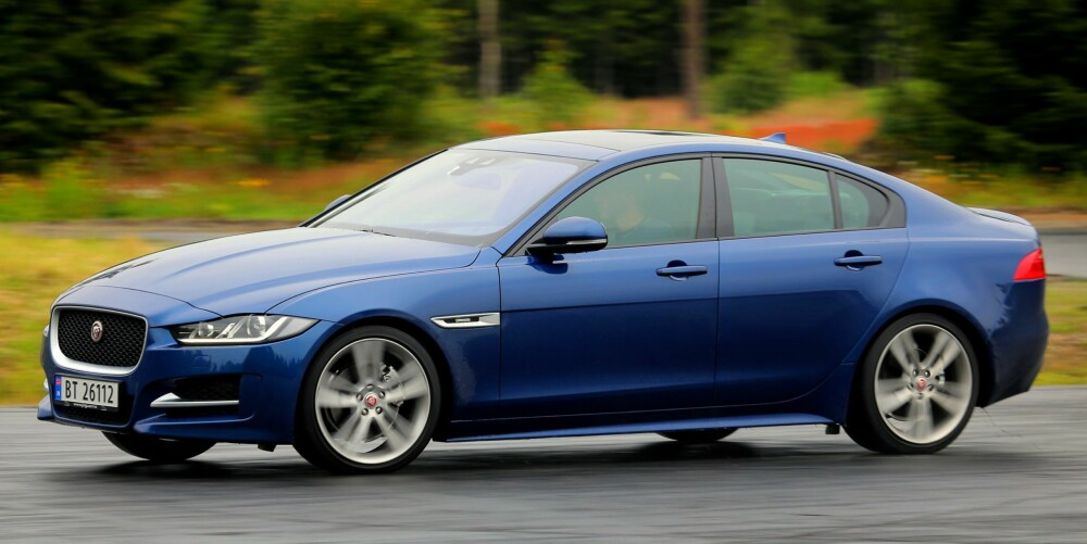 KJØREGLEDE: Jaguar XE kjører akkurat slik en sportslig sedan i mellomklassen skal. Den gir oss lyst til å kjøre langt.