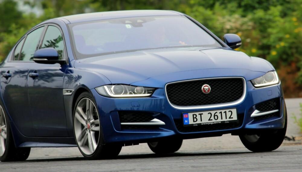 FRAMTONING: Du ser det på den. Jaguar XE er bygd for å jage biler som BMW 3-serie.