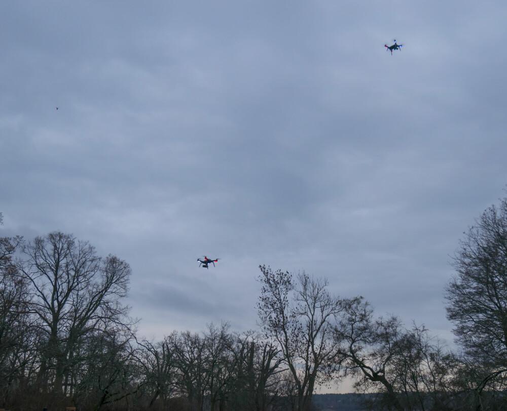 Det ble folksomt med droner over testlokasjonen til 3DR.