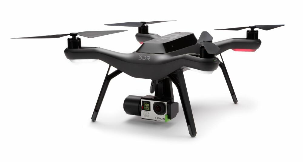 KOSTBAR: 3DR Solo har en prislapp på ca. 12.000 kroner. I tillegg må du ha gimbal og kamera. Gimbal-en koster ca. 4800 kroner, mens et GoPro-kamera kan koste fra 2-4000 kroner. Det blir fort dyrt.