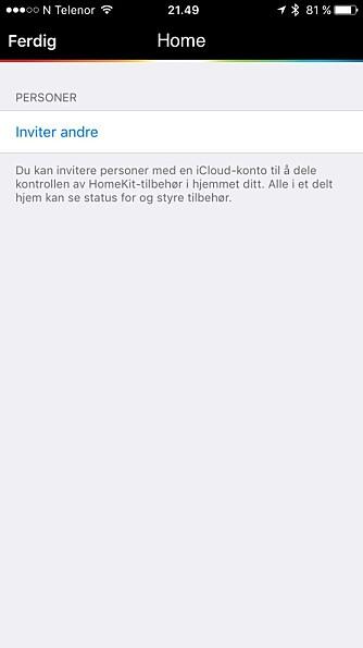 HELE FAMILIEN: Siden Siri er personlig, må andre iPhone-brukere inviteres via Apple-ID-en for å kunne styre lyset via sin egen Siri.