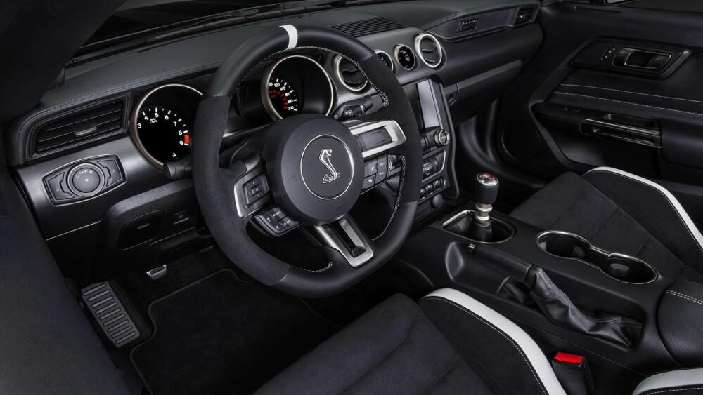 UTEN KLIMA:  Komfort er faktisk så lite viktig at den heftigste utgaven, Shelby GT350R, ikke har klimaanlegg engang.