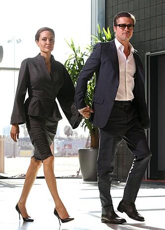 KLAR TIL JOBB: Angelina Jolie er en mester i å kle seg formelt og pent. Brad Pitt fortjener jo også litt skryt! Her på vei til konferanse.