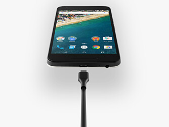 LG Nexus 5X har fått den nye USB-C kontakten. Den er praktisk i og med at den kan settes inn begge veier, men siden standarden er fersk kan det være vanskelig å få lånt lader om man skulle trenge det.