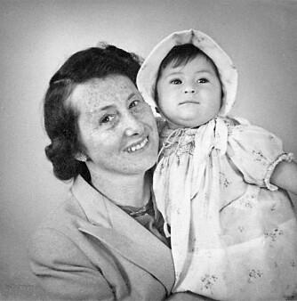 STERKE KVINNER: Mona og bestemoren Lise. To av de mange sterke kvinnene som slektene Levin og Bernstein har fostret.