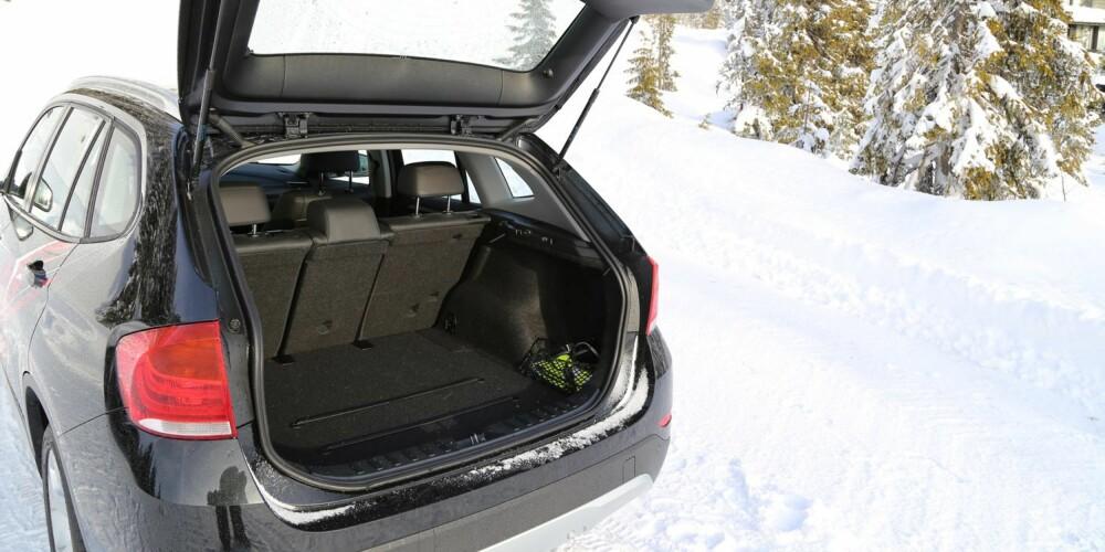 BRUKBAR PLASS: Bagasjerommet er på 420 liter og ikke av de største. Innvendig går det greit med fire voksne.