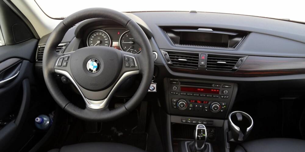 FØRERHYGGE: BMW-stilen er godt gjennomført i X1, og det er lite som minner om SUV fra førerplass.